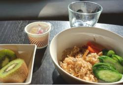 おやつにマクロビ玄米せんべいを食べる!