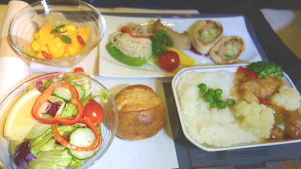 JAL ビジネスクラスのベジタリアン向け特別機内食ブログ